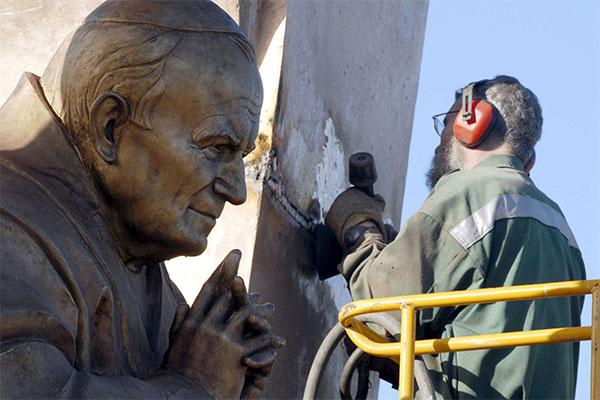 Polémique : Ploërmel et la statue de saint Jean-Paul II