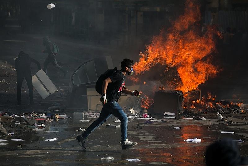 Paris ? Santiago du Chili ? Beyrouth ? Quito ? Hong Kong ? Barcelone ? Le mondialisme a même réussi à standardiser les émeutes.