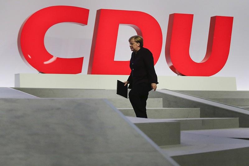 Angela Merkel en pleine danse de la victoire au congrès de la CDU.