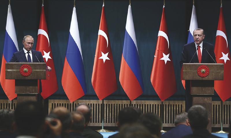 Moscou et Ankara face à face en Syrie et en Libye