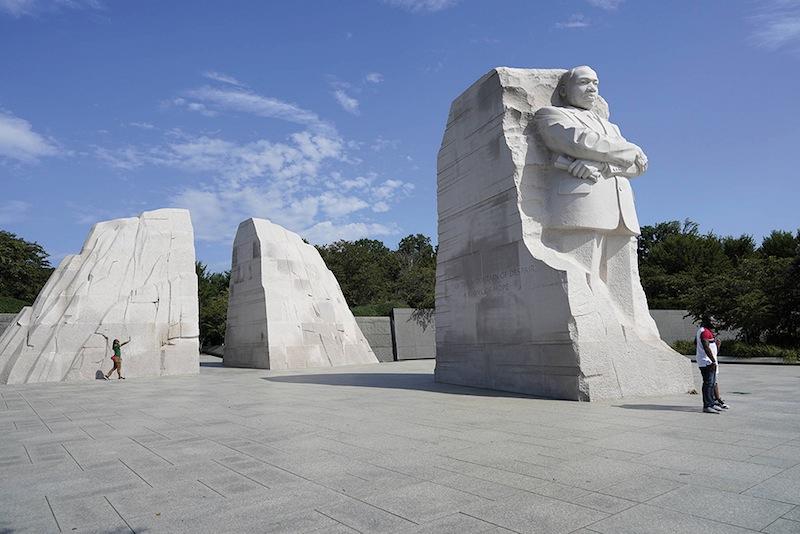 En août 2020, une question taraude les militants : faut-il noircir le mémorial de Martin Luther King ?