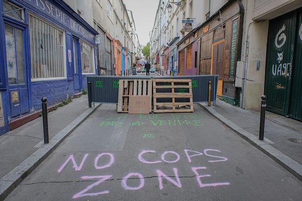 No Cops Zone, place Sainte-Marthe dans le Xe arrondissement de Paris