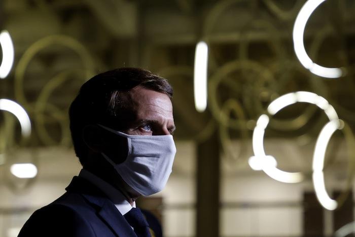 Résolu, le 20 octobre, Emmanuel Macron se rend à la préfecture de Bobigny pour assister à une séance de la Cellule de lutte contre l'islamisme et le repli communautaire (CLIR).