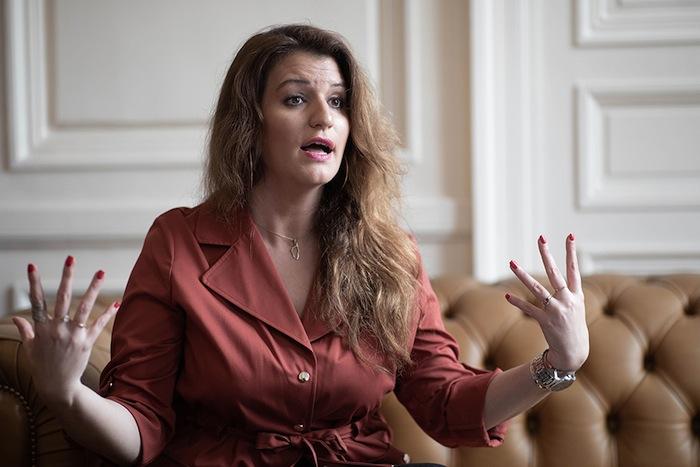« On s'est couché pendant trop longtemps » [sic, entretien avec Marianne], affirme Marlène Schiappa, assise sur le canapé du ministère.