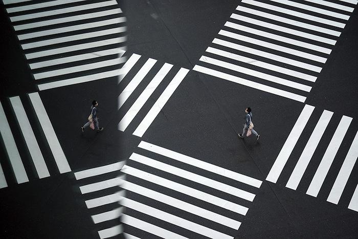 Ces passages piéton tokyoïtes, toujours encombrés de piétons, étaient le symbole de l'urbanisation croissante du monde.