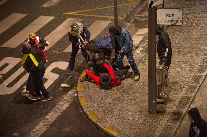 A PARIS, DANS LE QUARTIER DE STALINGRAD, LA VIE AUSSI A JOYEUSEMENT REPRIS SON COURS.